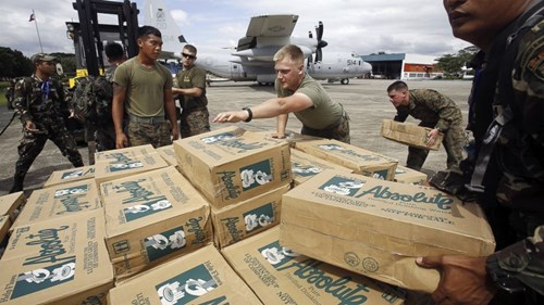 rt_typhoon_relief_supplies_ll_131111_16x9_992_mort